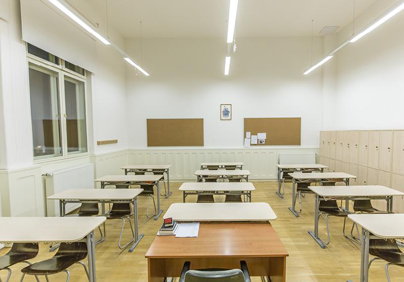 Frontális oktatás bútorai