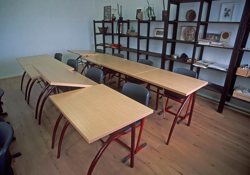 Művészeti terem bútorai
