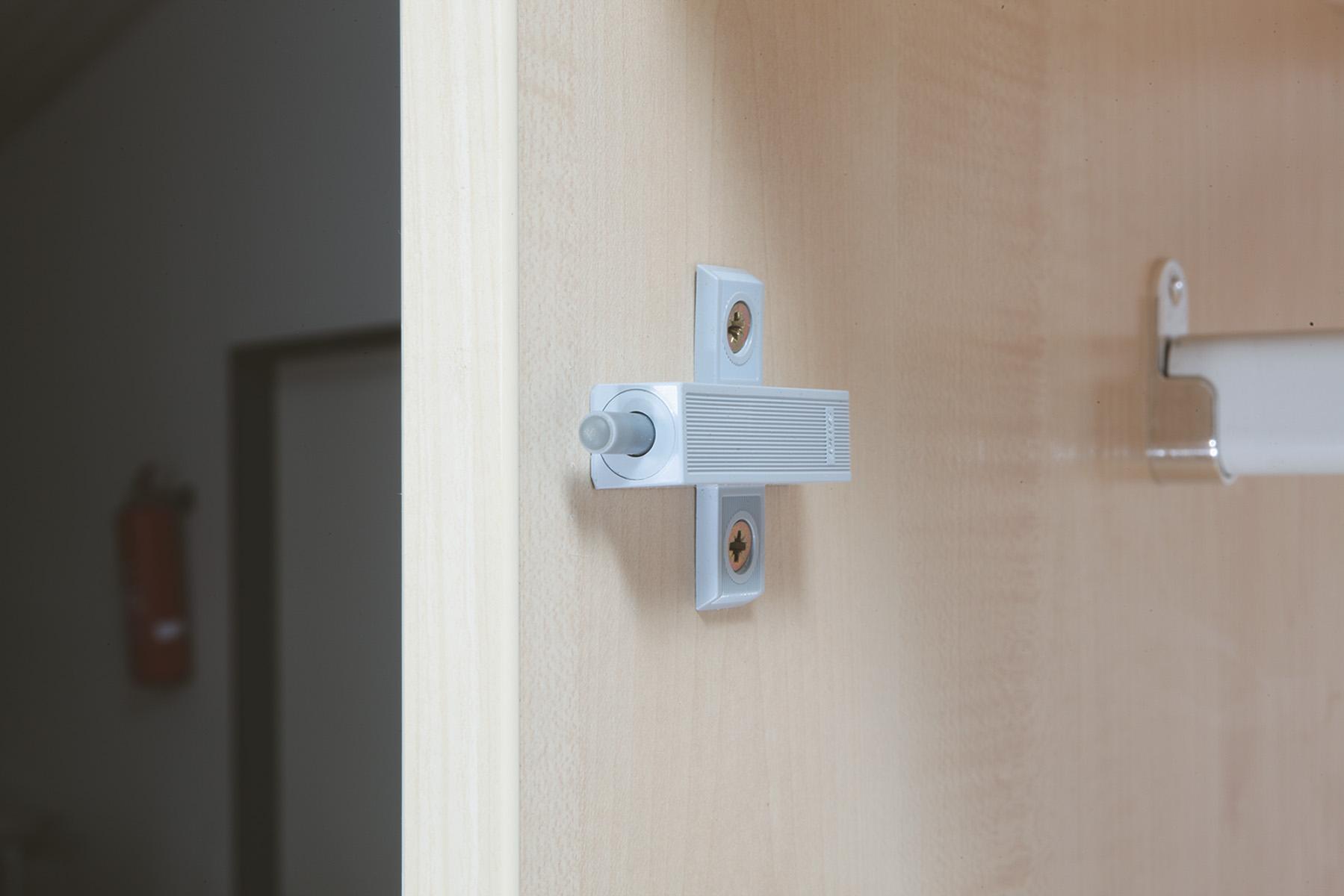 2 ajtós, 1 polcos, biztonsági záras szekrény