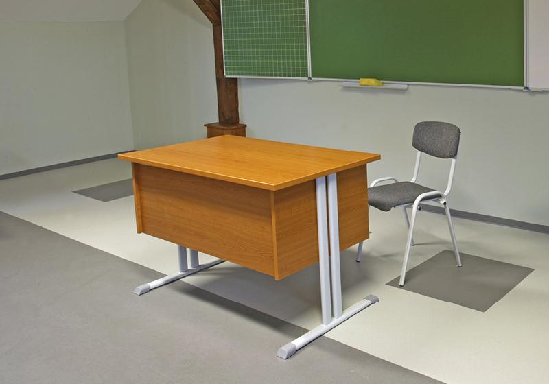 Tanári asztalok