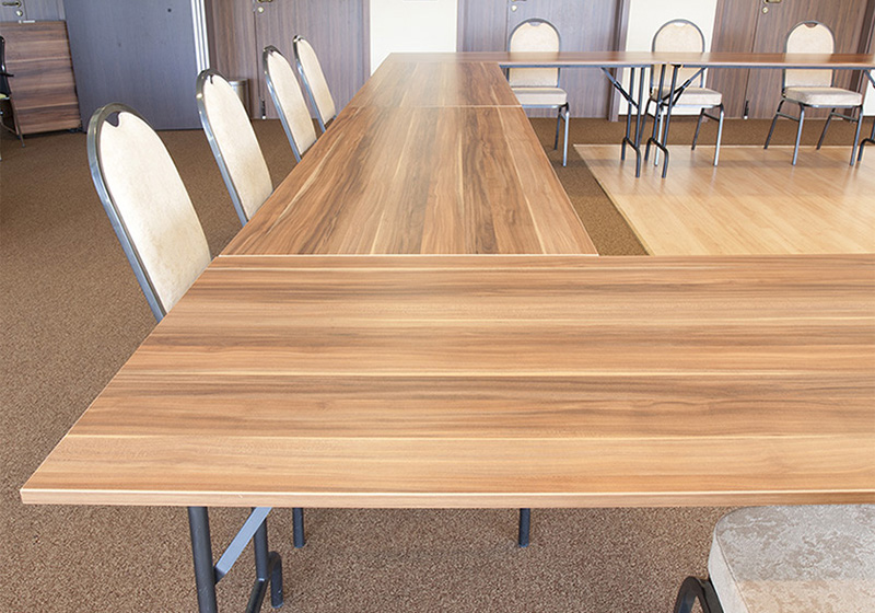 Fém asztal