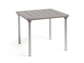 Műanyag asztal